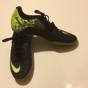 The Nike Boys' Bombax Indoor Soccer Shoes